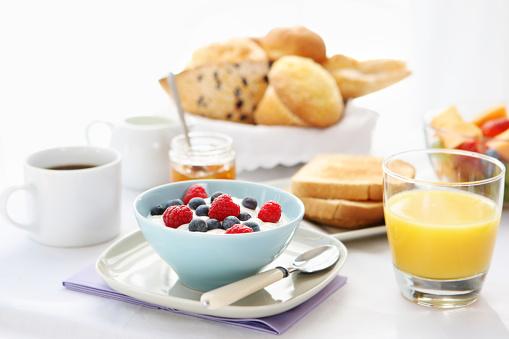 オレンジジュース「朝食用テーブル」:スマホ壁紙(19)