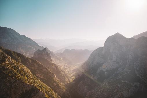 Cantabria「Narrow valley in Picos de Europa, Spain」:スマホ壁紙(2)