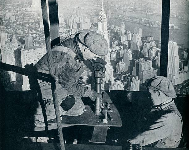 'Rivetting the last bolts on The Morning Mast of the Empire State building', c1931. Artist: Lewis Wickes Hine.:ニュース(壁紙.com)