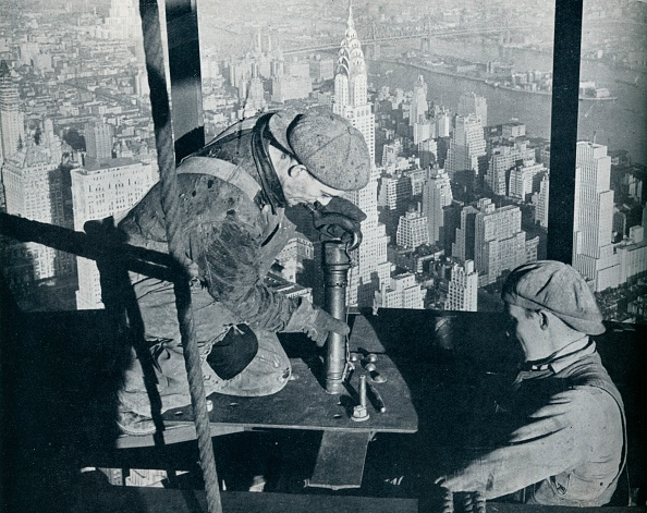 Construction Industry「'Rivetting the last bolts on The Morning Mast of the Empire State building', c1931. Artist: Lewis Wickes Hine.」:写真・画像(10)[壁紙.com]