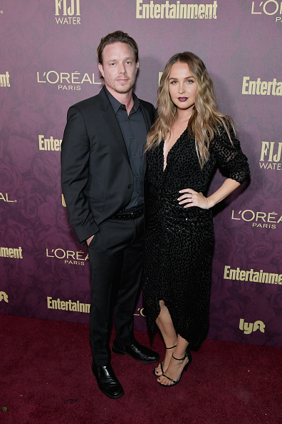 Vネック「Entertainment Weekly And L'Oreal Paris Hosts The 2018 Pre-Emmy Party - Arrivals」:写真・画像(9)[壁紙.com]