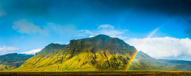 虹「Rainbows over green mountain rural farmland pasture panorama Iceland」:スマホ壁紙(11)