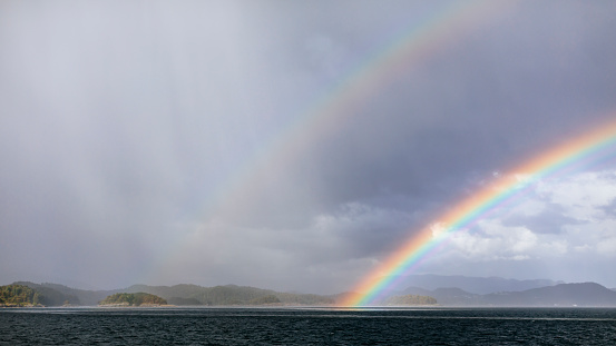 Rainbow「Rainbows over Hardangerfjorden.」:スマホ壁紙(3)