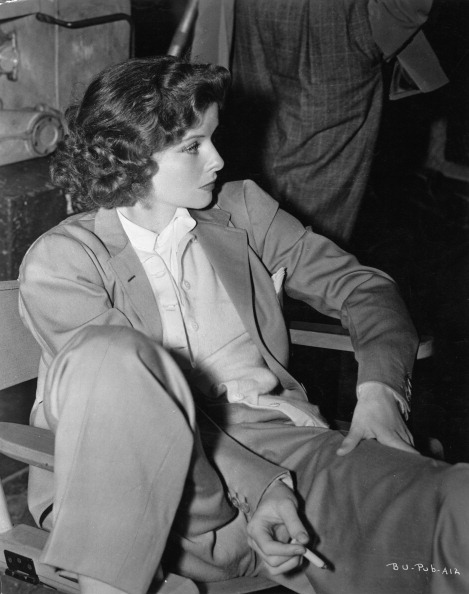 Suit「The actress Katharine Hepburn, sitting, dresses in suit. Photograph. About 1938. (Photo by Imagno/Getty Images) Die Schauspielerin Katharine Hepburn sitzend im Anzug. Photographie. Um 1938.」:写真・画像(12)[壁紙.com]