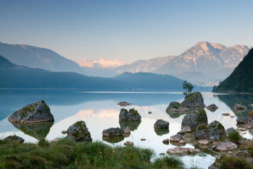 Dachstein Mountains「Lake Altaussee with Glacier Dachstein, Austrian Alps Nature Reserve Panorama」:スマホ壁紙(3)