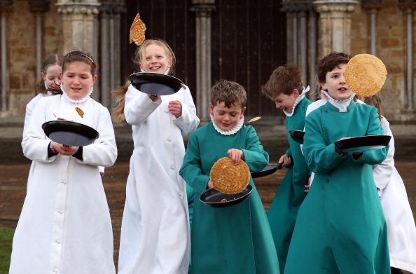 Pancake「Salisbury Cathedral Choristers Make Pancakes Ahead Of Shrove Tuesday」:写真・画像(17)[壁紙.com]