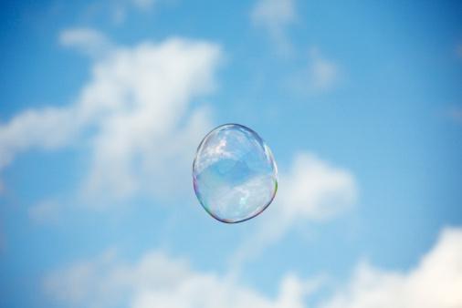 Soap「Single soap bubble against blue sky」:スマホ壁紙(13)