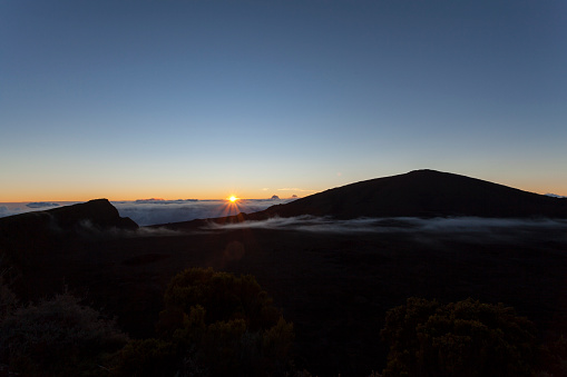 Reunion Island「Sunrise on  Piton de la Fournaise volcano」:スマホ壁紙(17)
