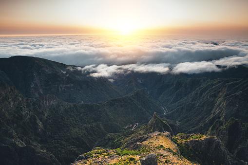 Pico Do Arieiro「Sunrise On Madeira Island」:スマホ壁紙(13)