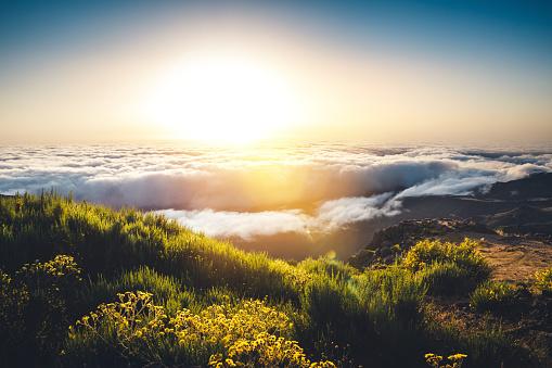 Atlantic Islands「Sunrise On Top Of Pico De Arieiro On Madeira Island」:スマホ壁紙(5)