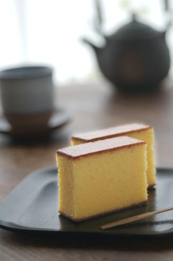 和菓子「Japanese style sponge cakes on lacquer with teaset」:スマホ壁紙(14)