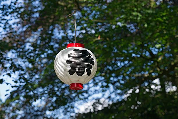 Japanese Star Festival lantern in a tree:スマホ壁紙(壁紙.com)