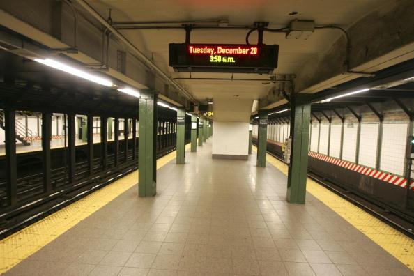 New York City Subway「Subway, Buses Stop As Mass Transit Strike Begins」:写真・画像(11)[壁紙.com]