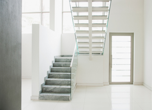 Staircase「Floating staircase and glass walls in modern house」:スマホ壁紙(13)
