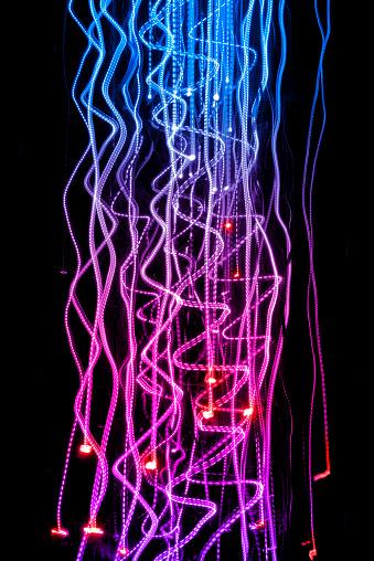 Neon「Light energy motion trails」:スマホ壁紙(15)