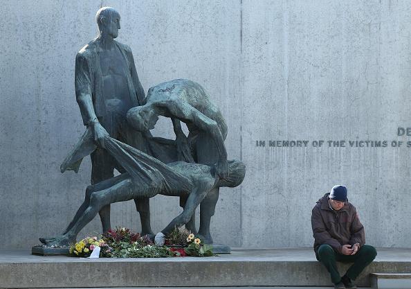 Removing「Sachsenhausen Concentration Camp Liberation 70th Anniversary Nears」:写真・画像(19)[壁紙.com]
