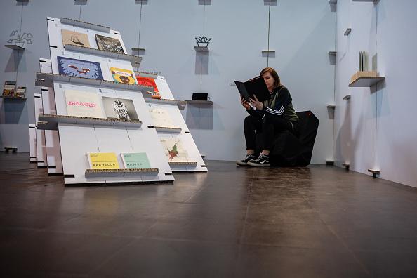 座る「2019 Leipzig Book Fair」:写真・画像(10)[壁紙.com]