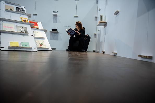 座る「2019 Leipzig Book Fair」:写真・画像(9)[壁紙.com]