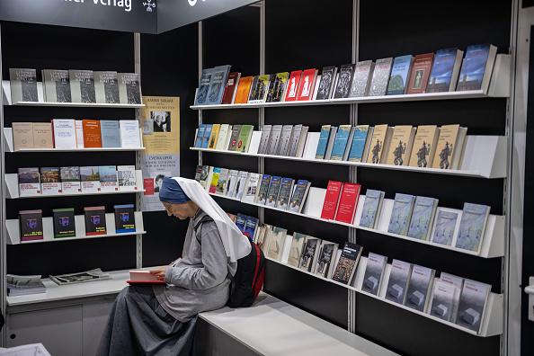 座る「2019 Leipzig Book Fair」:写真・画像(8)[壁紙.com]