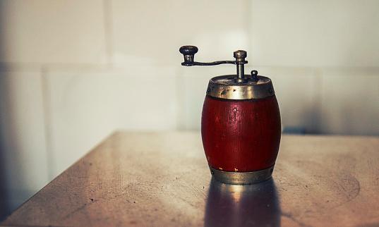 Pepper Mill「Pepper mill on a table」:スマホ壁紙(6)