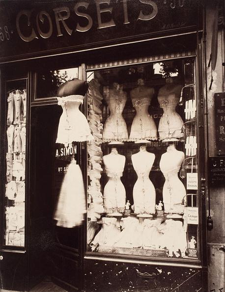 Bra「Corsets Boulevard de Strasbourg, 1912 Artist: Atget, Eugène (1857-1927)」:写真・画像(19)[壁紙.com]