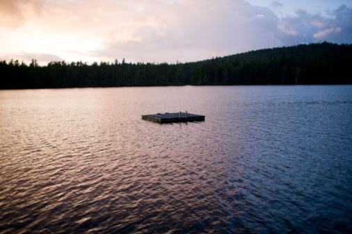 Adirondack Mountains「Floating dock in lake」:スマホ壁紙(9)