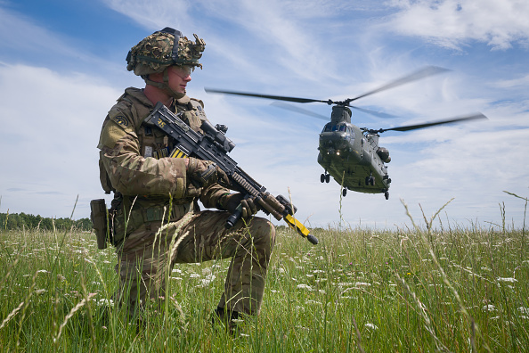 CH-47 Chinook「British Armed Forces Task Group Prepares To Join UN Peacekeeping Force In Mali」:写真・画像(5)[壁紙.com]