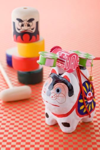 お正月「Papier-mache dog and Daruma doll game」:スマホ壁紙(5)