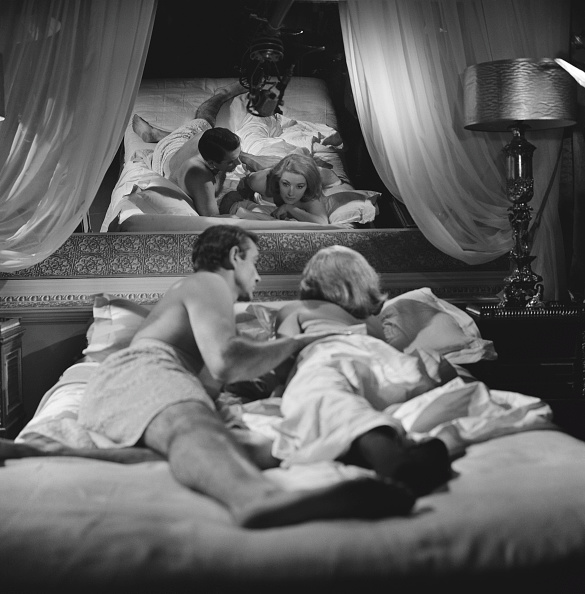 Bedroom「Connery And Bianchi In From Russia With Love」:写真・画像(9)[壁紙.com]