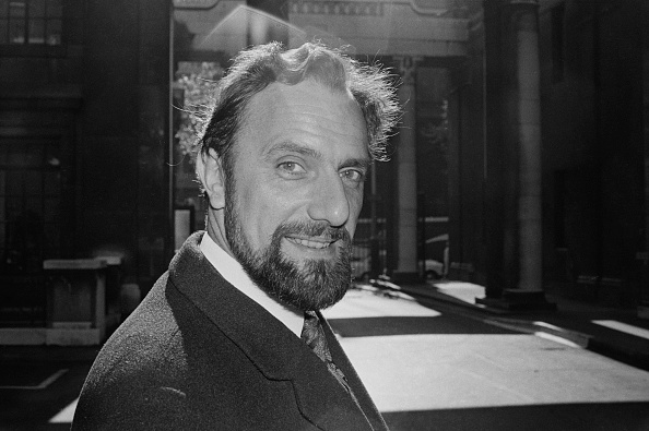 Victor Blackman「Tom Fleming」:写真・画像(1)[壁紙.com]