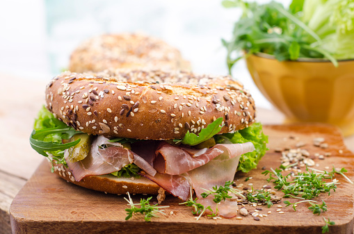 Arugula「Wholemeal bagels with ham, gherkin, lollo rosso, rocket and cress」:スマホ壁紙(2)