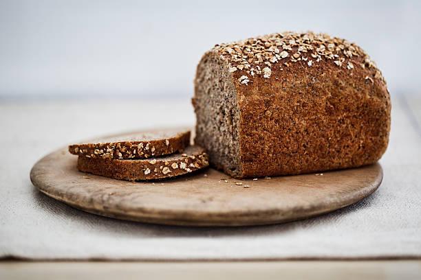 Wholemeal bread on a wooden board:スマホ壁紙(壁紙.com)