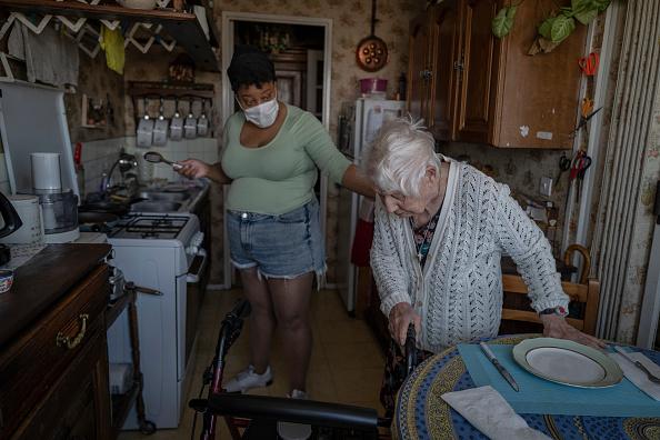 France「Domestic Caregivers Support France's Vulnerable During Coronavirus Pandemic」:写真・画像(4)[壁紙.com]