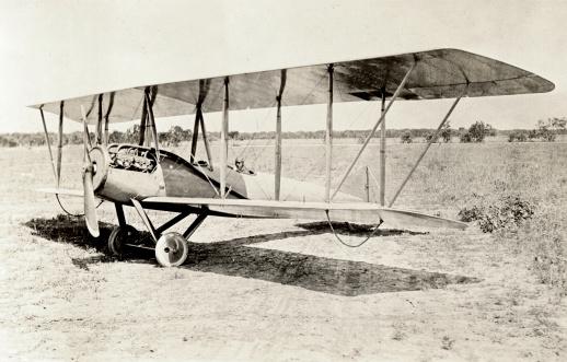Airplane「Old Bi-Plane」:スマホ壁紙(11)
