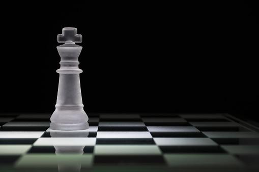 チェス「Chess king on chess board」:スマホ壁紙(14)