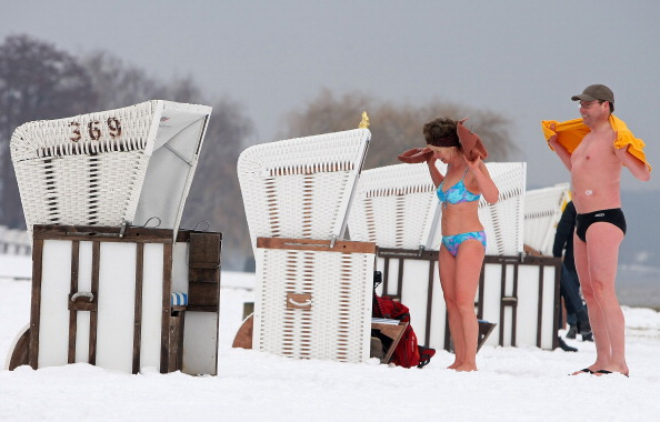 Adam Berry「Wannsee Lake Opens To Bathers Despite Ongoing Winter」:写真・画像(15)[壁紙.com]