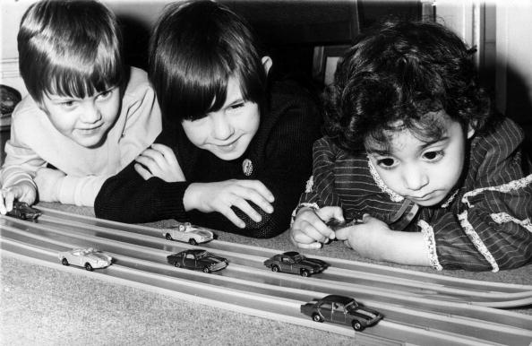 Playing「Toy Cars」:写真・画像(7)[壁紙.com]