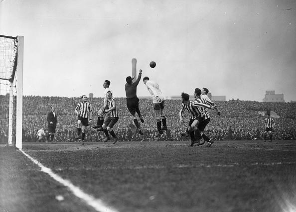 Old Trafford「Goalie's Punch」:写真・画像(13)[壁紙.com]