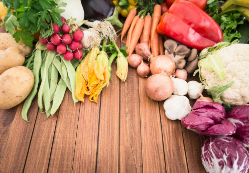 Carrot「organic raw vegetables mix on the table」:スマホ壁紙(5)