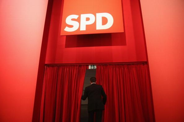 Curtain「German Social Democrats (SPD) Hold Federal Convention」:写真・画像(18)[壁紙.com]