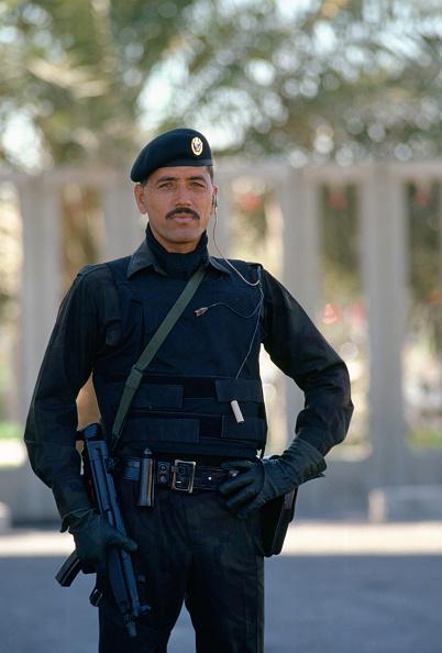 Bulletproof「Security Guard with Machine Gun, Bahrain」:写真・画像(2)[壁紙.com]