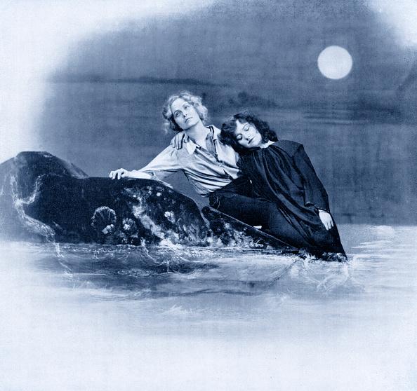 Lagoon「Pauline Chase as Peter Pan and Hilda Trevelyn as Wendy in J M Barrie 's Peter Pan」:写真・画像(4)[壁紙.com]