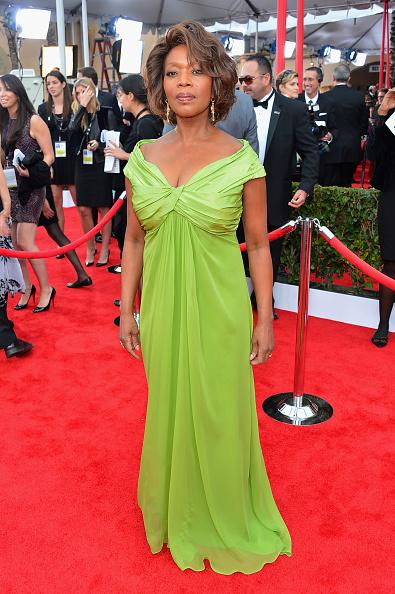 Sleeved Dress「19th Annual Screen Actors Guild Awards - Red Carpet」:写真・画像(6)[壁紙.com]