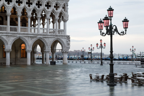 Arcade「Flood at dawn on St. Mark´s Square in Venice」:スマホ壁紙(16)