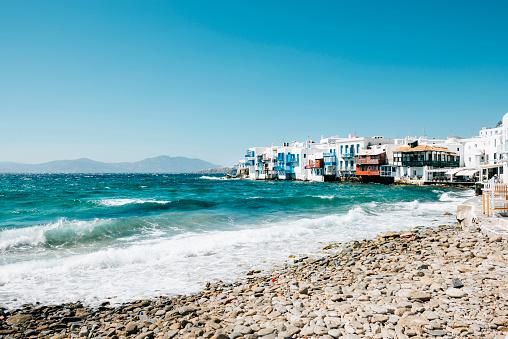 Mediterranean Sea「Greece, Mykonos, view to the Little Italy from the beach」:スマホ壁紙(3)