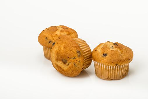 Muffin「Three blueberry muffins on white background」:スマホ壁紙(13)