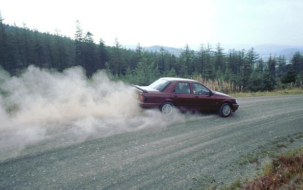 Dust「1990 Ford Sierra Cosworth 4x4」:写真・画像(12)[壁紙.com]