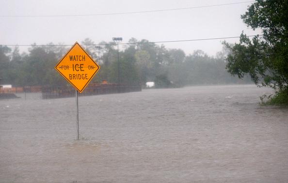 Hurricane Ike「Hurricane Ike Makes Landfall On Texas Coast」:写真・画像(13)[壁紙.com]