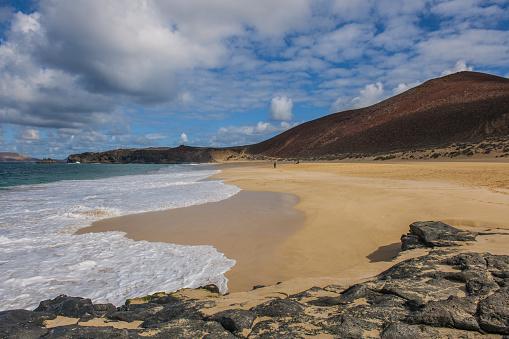 La Graciosa - Canary Islands「Playa de las Conchas and Bermeja Mountain」:スマホ壁紙(3)