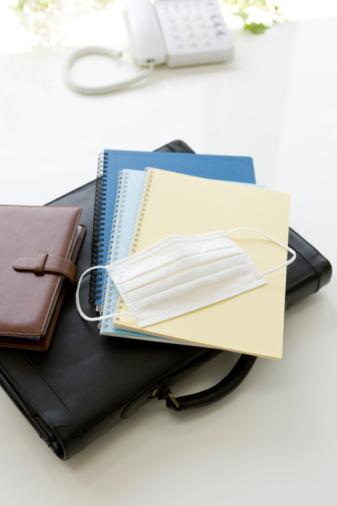 Briefcase「Surgical mask, note pad and briefcase on table」:スマホ壁紙(8)